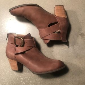 Vionic Heel Brown Leather booties